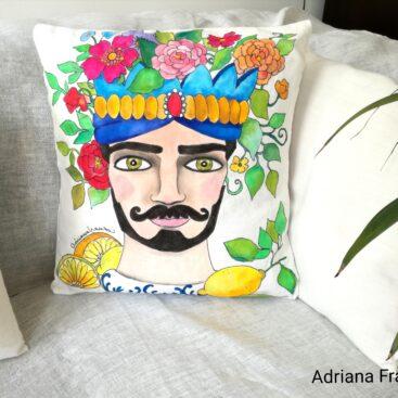 teste_di_moro_moderne-cuscino_dipinto_a mano-testa-di_re-noto_sicilia-teste _di_moro_originali-souvenir_siciliani-cuscini_dipinti_a_mano-homedecor_design-fiori-corona-limoni