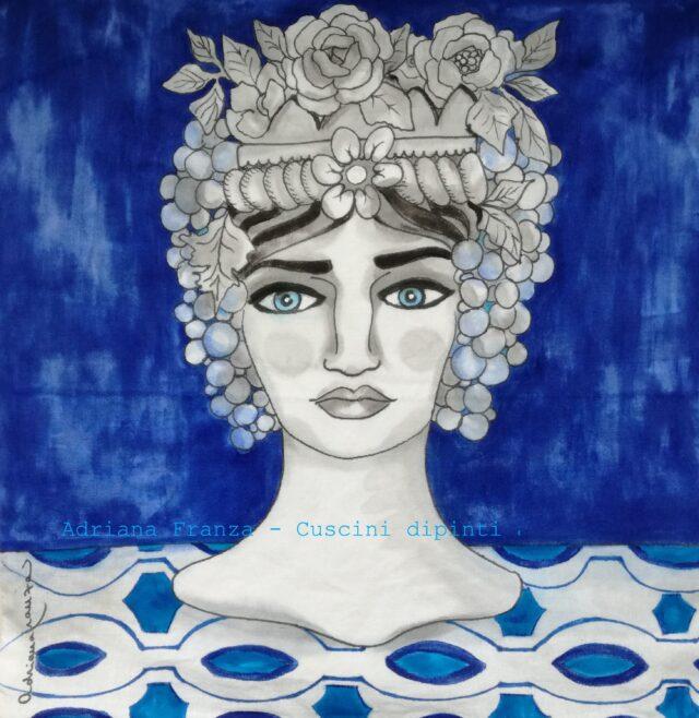 teste_di_moro_moderne-cuscino_dipinto_a mano_blu-testa_vasi-siciliani-sicilia-teste _di_moro-uva-souvenir_siciliani-cuscini_dipinti_a_mano-homedecor_design-fiori