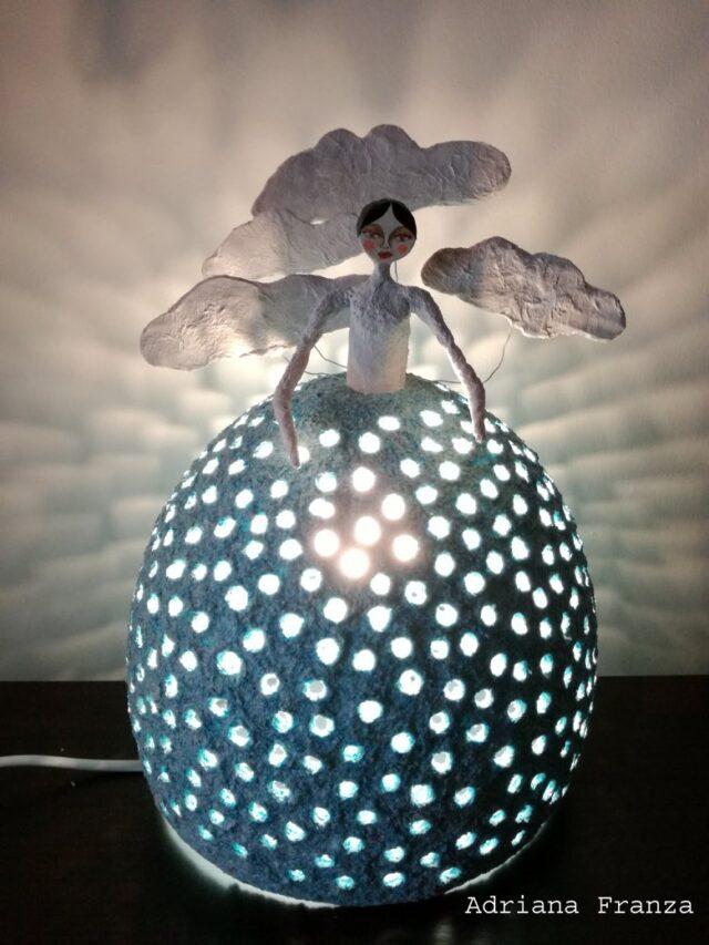 lampada-fiabesca-nuvola-nuvole_bianche-lampada-azzurra-shabbychic-homedecor-artigianato-siciliano-eco_design-riciclo-regalo_matrimonio-sicilia-donne_di_luce