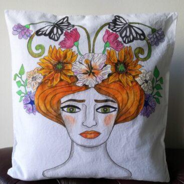 cuscino_dipinto a mano-estate-donna-noto-liberty-rose-grottesche-volute-dipinto_a_mano-regalo_unico-home_decor