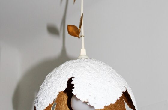 lampadario_fiore-unico-fatto_a_mano_lampada_originale-pendente_da_soffitto_fiore_oro_bianco - _home_decor-artistico_pezzo_unico-artigianale-cartapesta-regalo_casa-liberty
