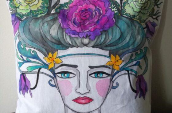 cuscino_dipinto a mano-donna-vienna-jugendstil-fiori_autunnali-ispirazione_klimt_liberty-dipinto_a_mano-regalo_unico-home_decor-sicilia-austria-cavoli_ornamentali-turchese