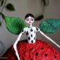 lampada_originale-ecodesign-fatta-a-mano-cartapesta-home_decor-arredamento_siciliano-design_riciclo-favola-luci-d'atmosfera-lampada_unica-regalo_artistico_originale-pezzo_unico_souvenir_d'autore_sicilia-regali_siciliani-noto-artigianato_artistico_luce_soffusa-regalo_nozze-mela-rossa