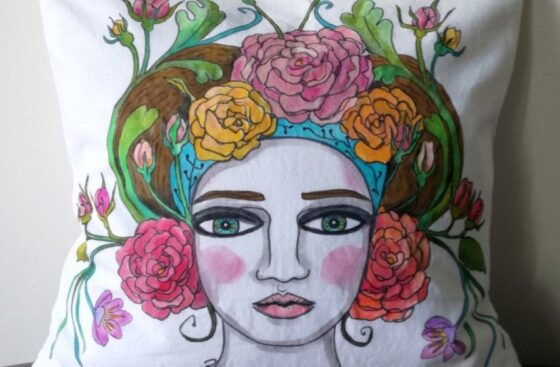 cuscino_dipinto a mano-donna-vienna-jugendstil-rose-liberty-dipinto_a_mano-regalo_unico-home_decor-austria-colori_pastello-adriana-franza