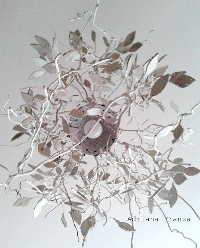 lampadario_albero -rami-unico-fatto_a_mano_lampada_originale-pendente_da_soffitto_shabby_chic-natura_bianco-gesso- _home_decor-artistico_pezzo_unico-artigianale-cartapesta-riciclo-ecodesign-regalo_casa-liberty