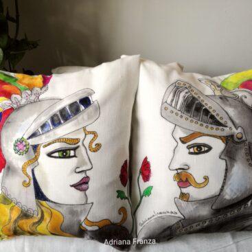 cuscini_dipinti_a_mano-pupi-siciliani-rinaldo-bradamante-folklore_siciliano-opera_dei_pupi-sicilia_tradizioni_siciliane-leggende_antiche-souvenir_siciliano-cuscini_dipinti_a-mano-arredamento_design-regalo-casa
