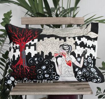 federa-dipinta-vino-rosso-simbolismo-sangue-vita-energia-amore-malinconia-surrealismo-cuscino_dipinto-grafico-bianco-nero-rosso-regalo-speciale
