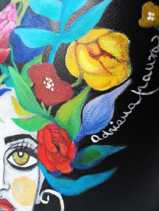 borsa_dipinta_a-mano-borsetta_decorata_unica-teste_di_moro_dipinte-secchiello_nero_fantasia_fiori-multicolore_pezzo_unico_regalo_esclusivo-donna-artigianato_siciliano-moda_sicilia