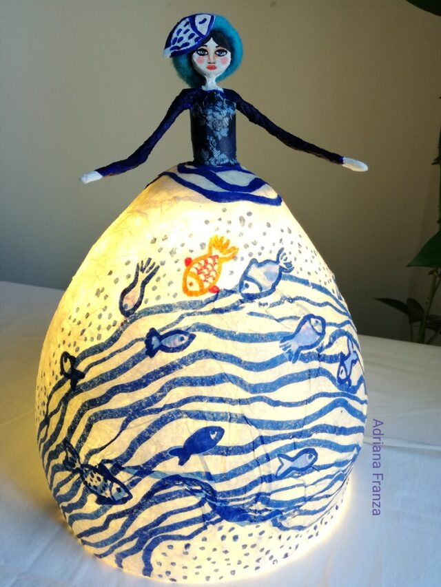 sicilian_cool_design_object-ecodesign-art_lamp-hand-made-papier-mâché-home_decor-sicilian_recycle_design-fairytale-mood-lights-table_lamp_one_of_a_kind_unique_present_artistic_souvenir_sicily-noto-sicilian_gifts-hand_painted_statuette-paper-mache-blue_wawes-fishes-see-ocean-artistic_lamp