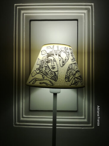 hand-painted_lamphade-abat_jour-original-design_modern-homedecor-art-lampshade_painted-white_and_black-gift-home