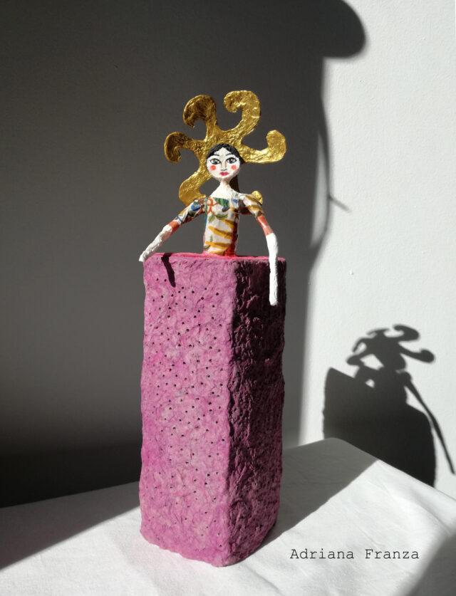 sole-statuetta-cartapesta-divinità-creazione-luce-fertilità-regalo-originale-luce_da_compagnia-regalo-simbolico-artigianato-siciliano