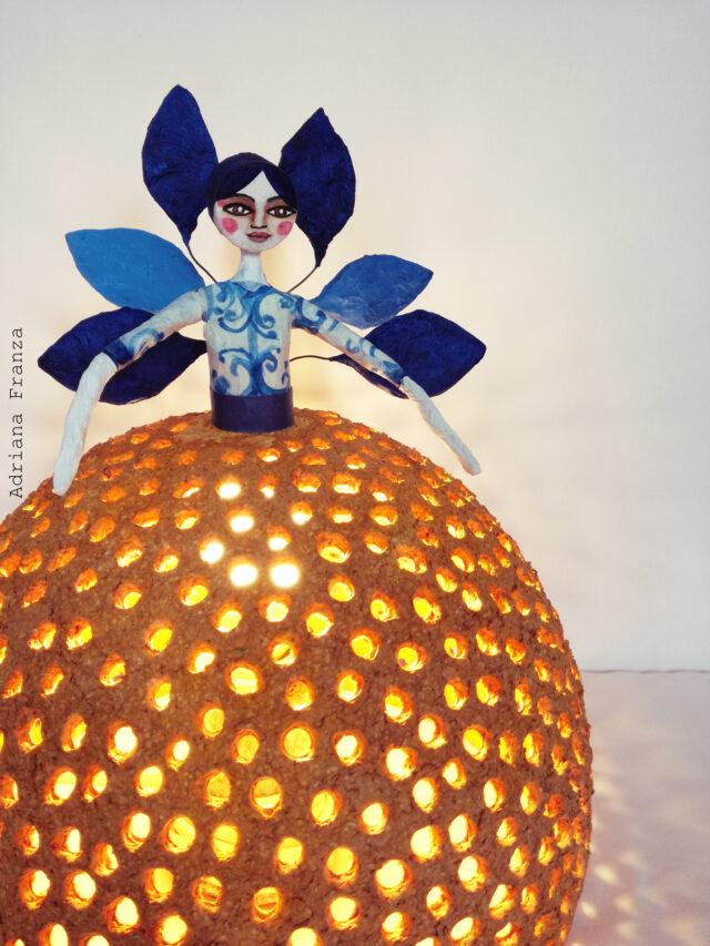 lampada_originale-ecodesign-cartapesta-home_decor-arredamento_siciliano-design_riciclo-favola-luci-d'atmosfera-lampada_unica-regalo_artistico_originale-pezzo_unico_souvenir_d'autore_sicilia-regali_siciliani-noto